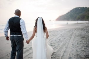 Pink & Gray Beach Wedding | Comfort Studio-12
