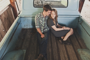 vintage rustic engagement | Cozbi Jean Photography-12