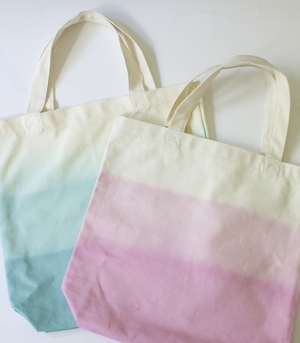 dip-dyed canvas tote DIY | Glamour &amp; Grace