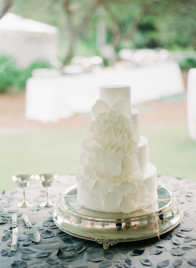 white wedding cake | pure7studios