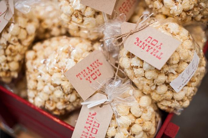 popcorn wedding favors | Van Wyhe Photography