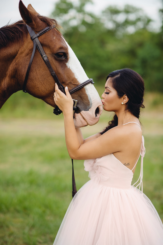 romantic horse bridal shoot | Jonathan Ivy Photography