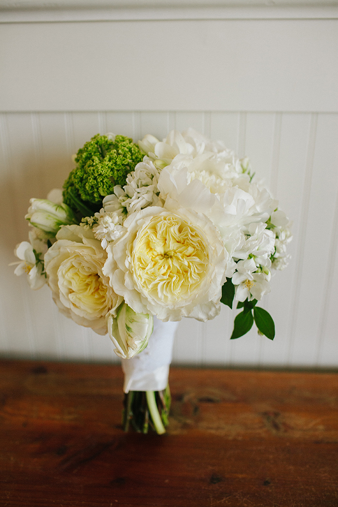 white wedding bouquet | pure7studios