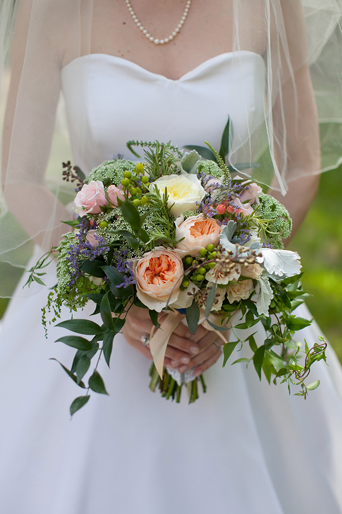 summer wedding bouquet | Chesley Summar Photography