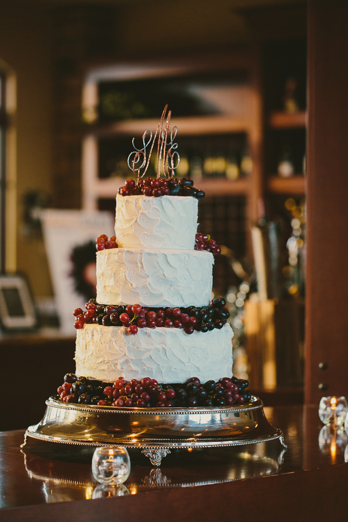 grape wedding cake | Hom Photography