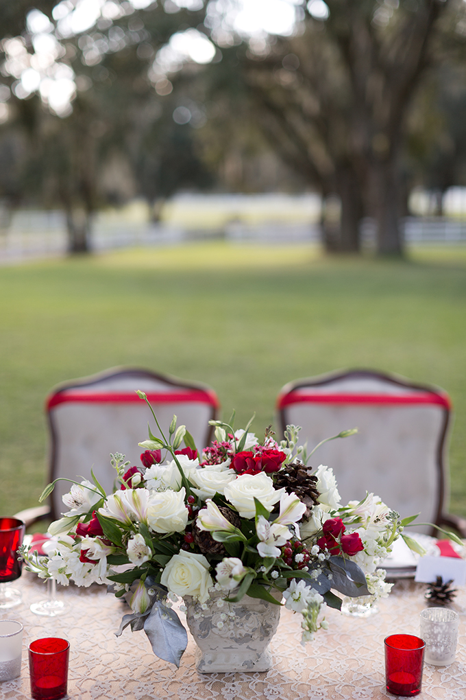 Christmas centerpiece by Taylormade | Theresa NeSmith Photography | Glamour & Grace