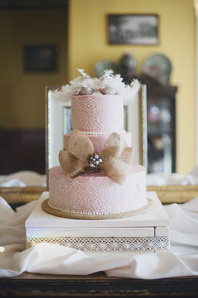 pink and burlap bow cake | Sarah Bray Photography | Glamour & Grace
