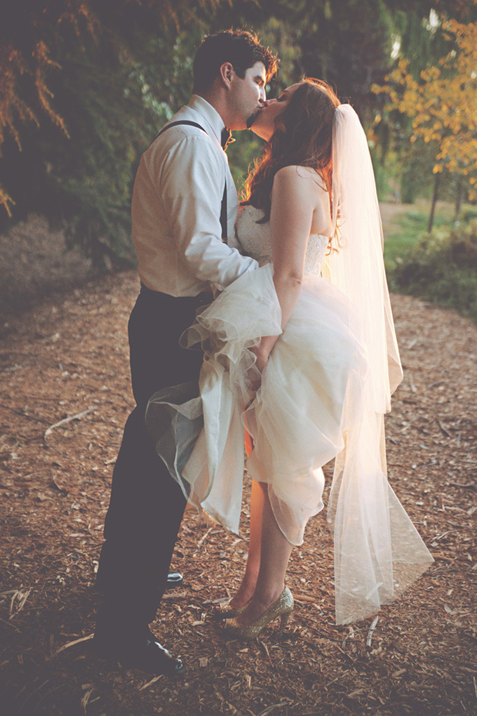 end of the night kiss | Emily Heizer Photography | Glamour & Grace