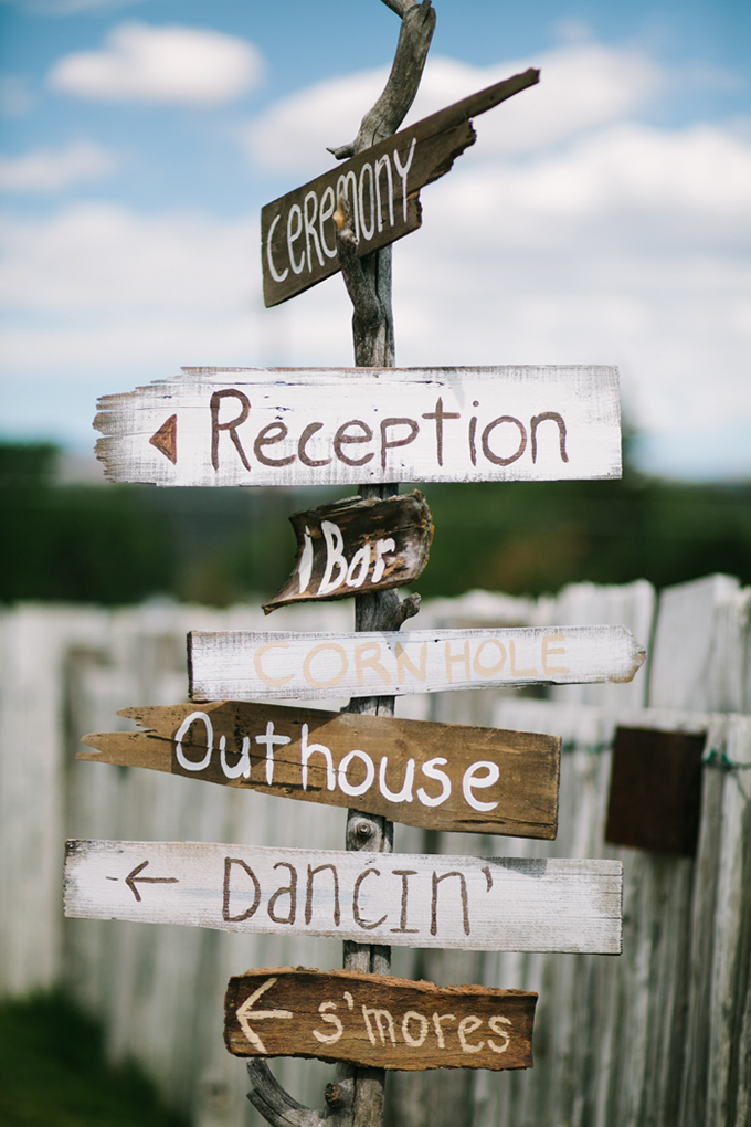 wedding directional sign | Joe+Kathrina | Glamour & Grace