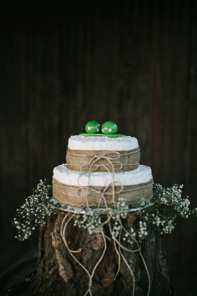 burlap cake | Joe+Kathrina | Glamour & Grace