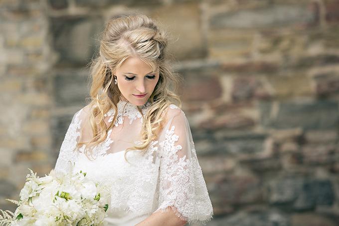 gorgeous bridal caplet   Erin Johnson Photography   Glamour & Grace