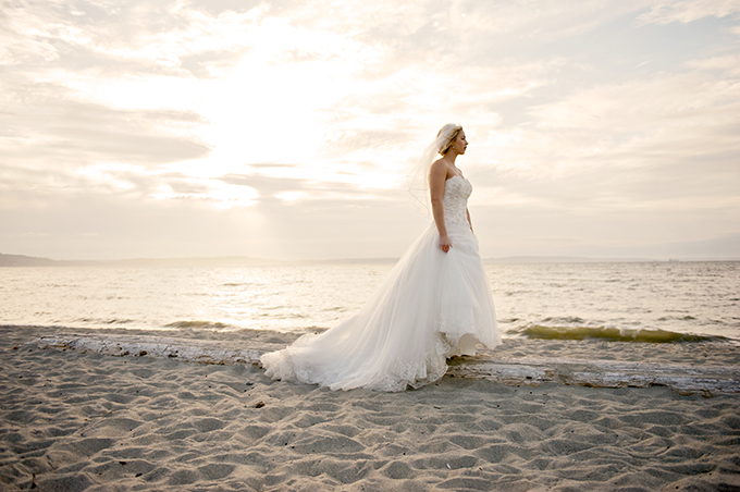 beach bride | Simply Sonja Photography | Glamour & Grace