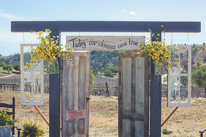 rustic ceremony backdrop | Lindsey Gomes Photography | Glamour & Grace