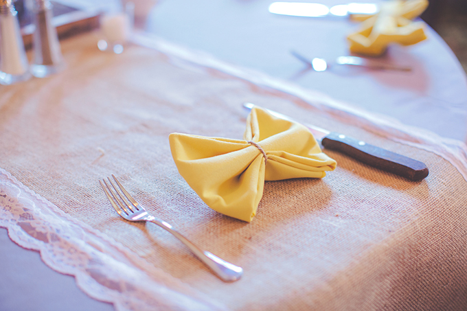 bow napkin place setting | Lindsey Gomes Photography | Glamour & Grace