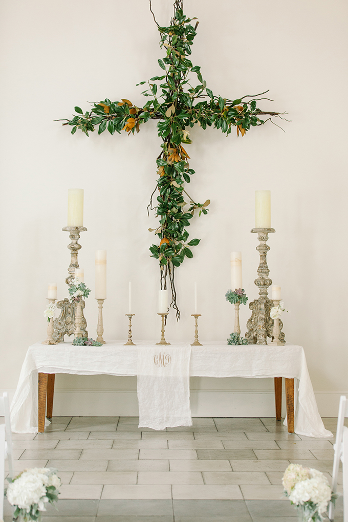 romantic monogram ceremony altar | dear wesleyann | Glamour & Grace