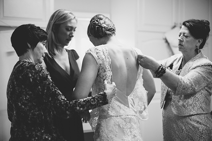 bride getting ready | ashley tingley photography | Glamour & Grace
