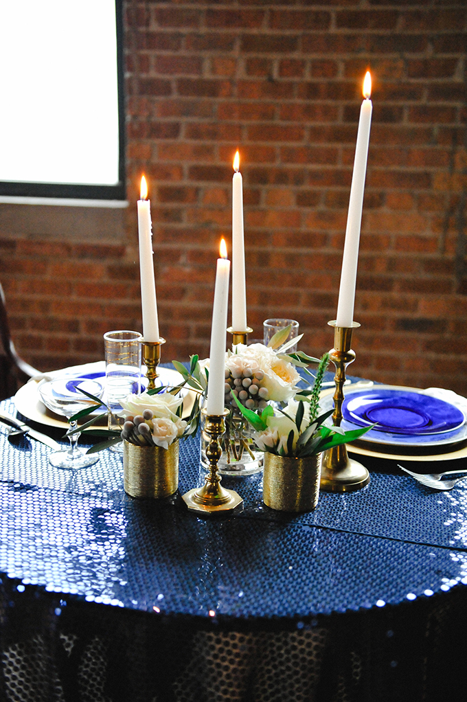 midnight and gold centerpiece | Roots Of Life Photography | Glamour & Grace
