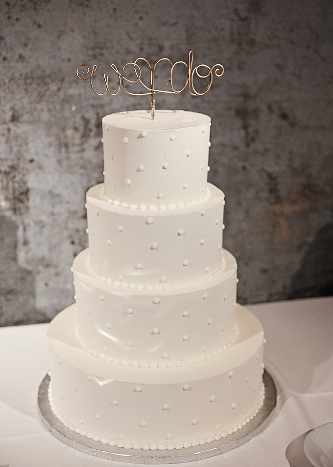 wire 'we do' cake topper | Miranda Marrs Photography | Glamour & Grace