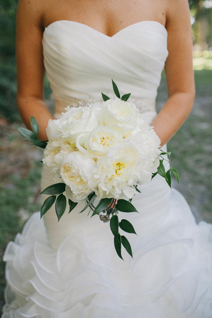 classic white bouquet | Jennifer Martin Photography | Glamour & Grace