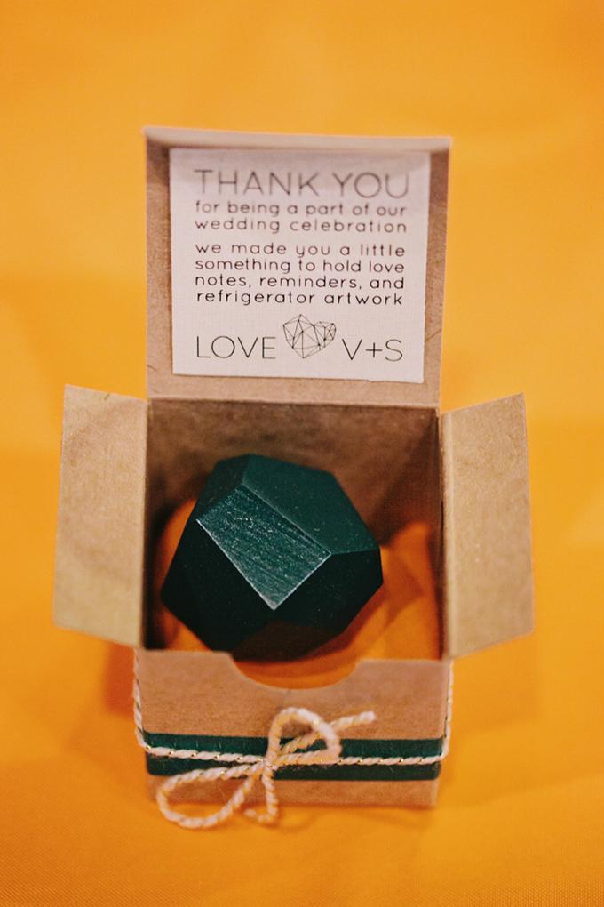 handmade magnet favor | Jerry Yoon Photographers | Glamour & Grace