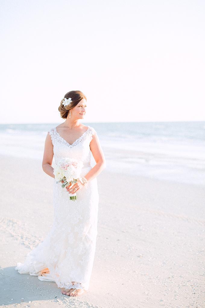 romantic beach destination wedding | Hunter Ryan Photo | Glamour & Grace