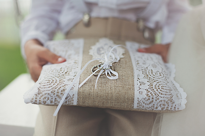 burlap and lace ring bearer pillow | Tara Tomlinson Photography  | Glamour & Grace