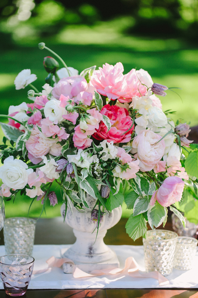 romantic pink centerpiece | Les Amis Photo