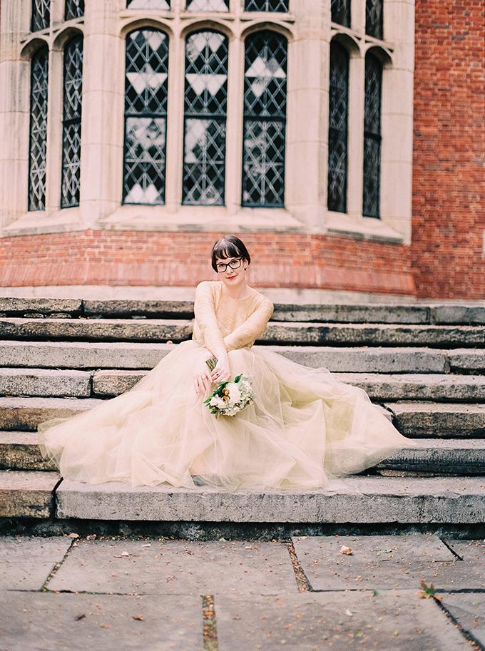 gold lace Marchesa gown   Nikki Santerre