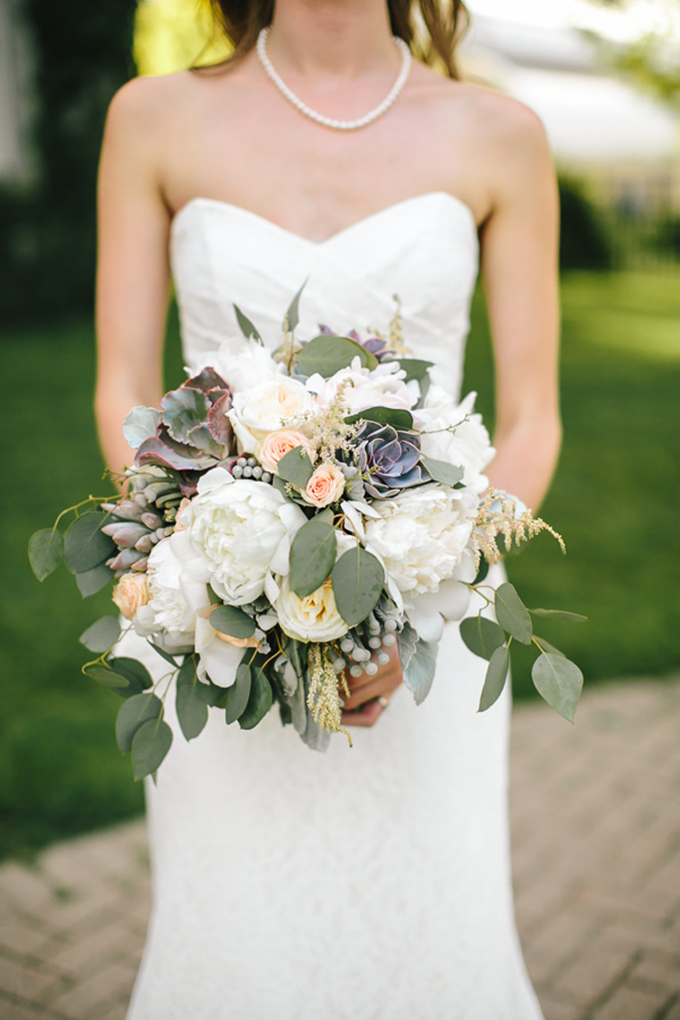 lush romantic bouquet | Tamara Lockwood Photography | Glamour & Grace