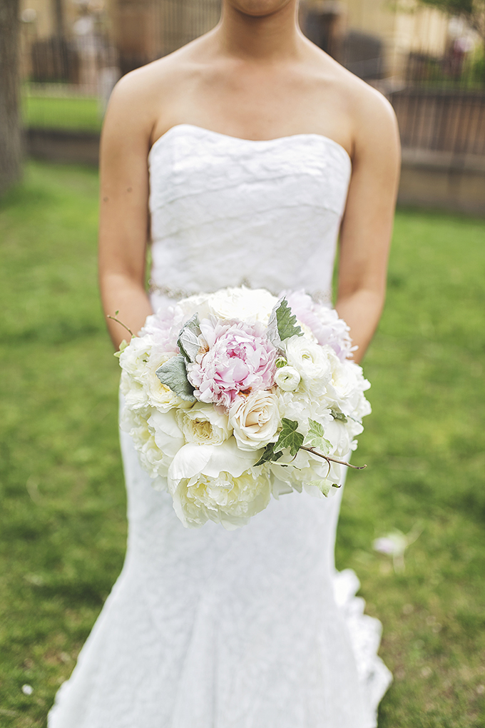 pink and white peony bouquet | Liz Anne Photography | Glamour & Grace