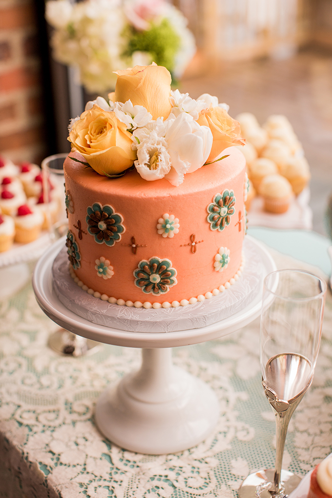 printed cake | Meet The Burks | Glamour & Grace