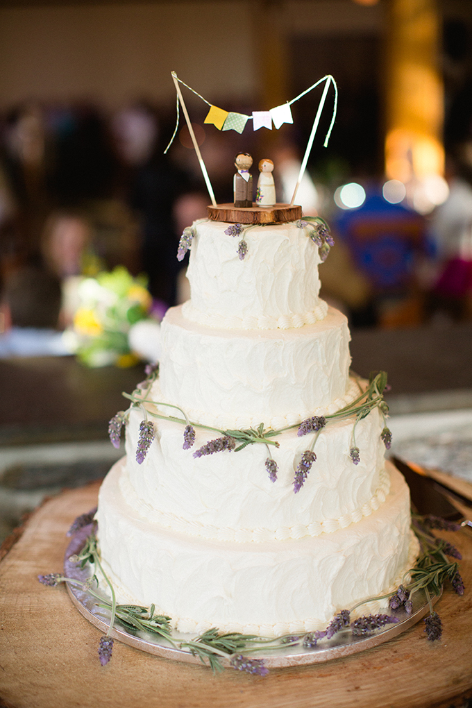 simple rustic cake | Brianna Wilbur Photography | Glamour & Grace