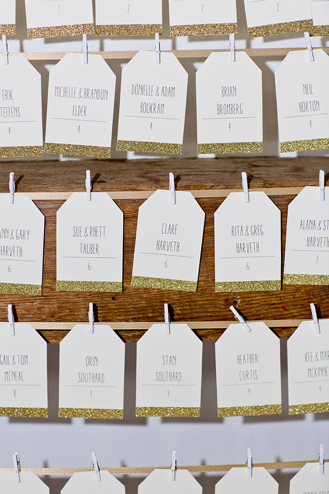 gold glitter escort cards | Cassandra Photo | Glamour & Grace