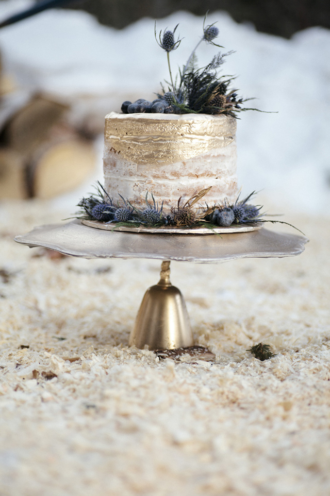 gold thistle cake | Michelle Larmand Photography | Glamour & Grace