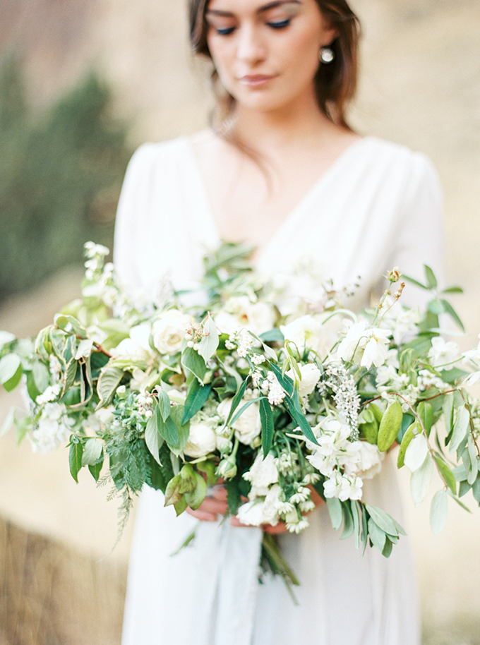 romantic white bouquet | Connie Whitlock Photography | Glamour & Grace