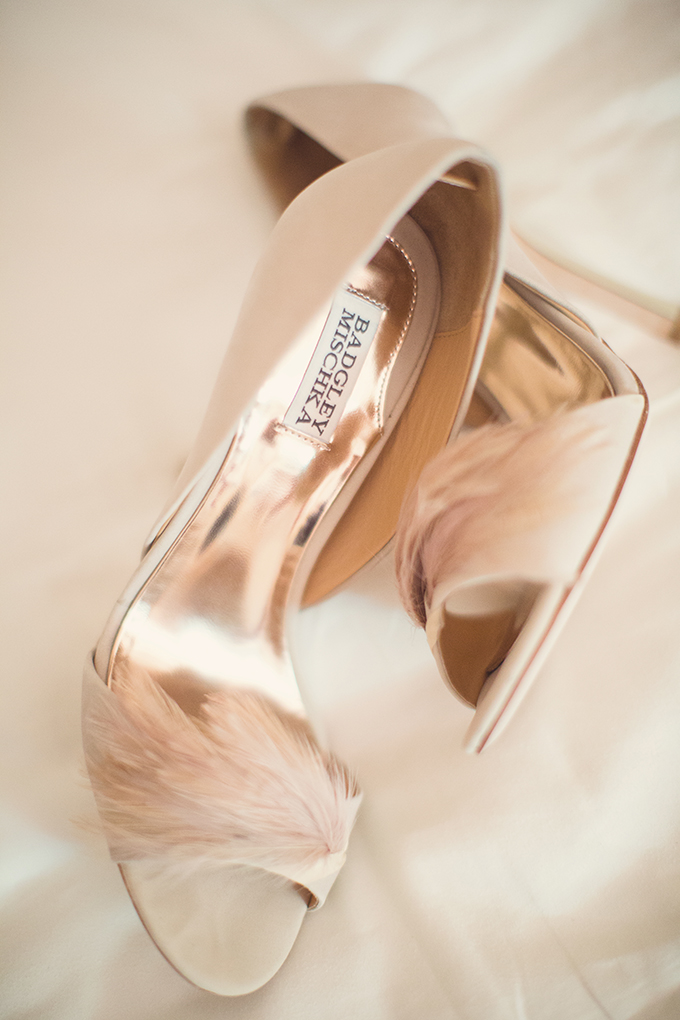 Badgley Mischka feather shoes | Sun & Sparrow Photography | Glamour & Grace