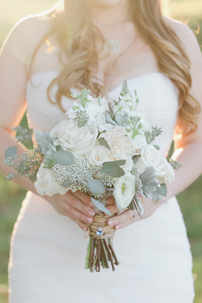 white bouquet | Jessica Connery Photography | Glamour & Grace