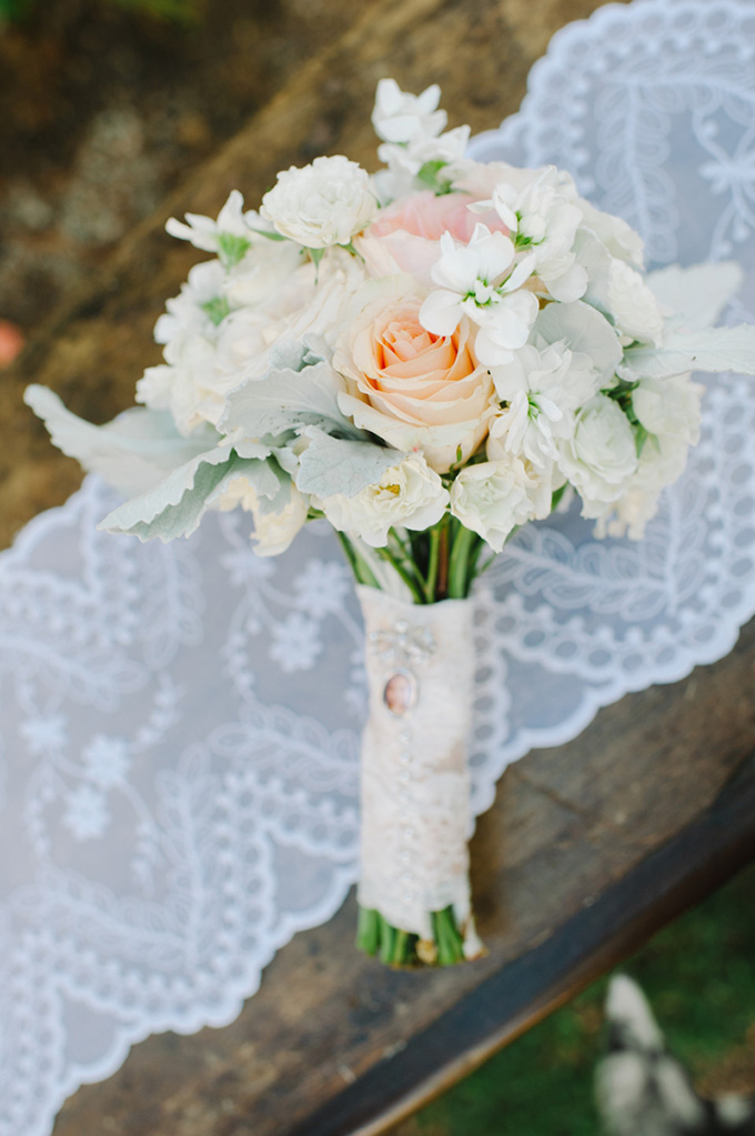 peach bouquet | Shea Christine Photography | Glamour & Grace