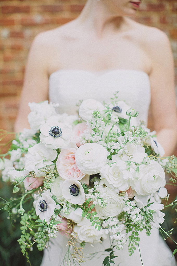 lush white bouquet | Maile Lani Photography | Glamour & Grace