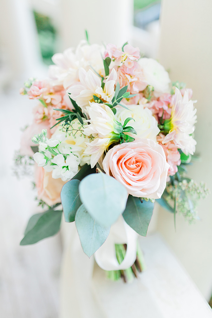 fresh blush bouquet | Laura Ann Miller Photography | Glamour & Grace