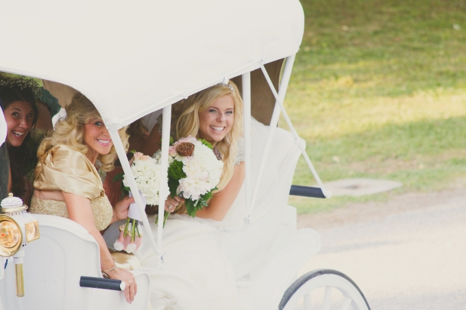 carriage to the ceremony | Jessie Holloway Photography | Glamour & Grace