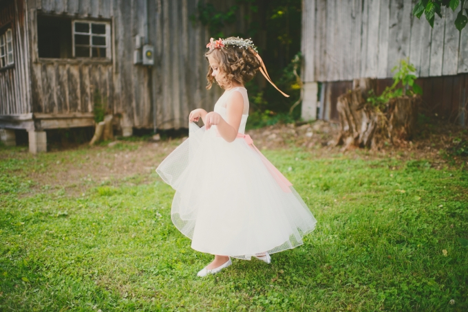 flower girl | Jessie Holloway Photography | Glamour & Grace