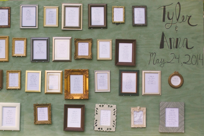 vintage frame seating chart | Jessie Holloway Photography | Glamour & Grace