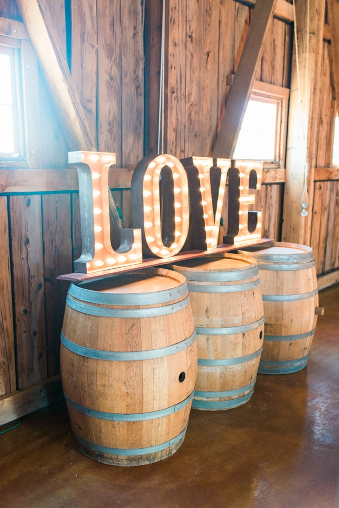 LOVE marquee sign | Leslie D Photography | Glamour & Grace