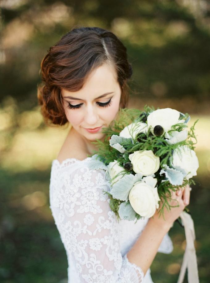 white bouquet | Elizabeth Ngundue Photography | Glamour & Grace