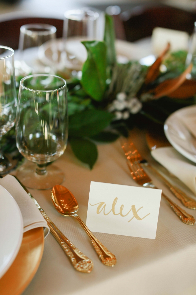 gold calligraphy place card | Allee J. | Glamour & Grace