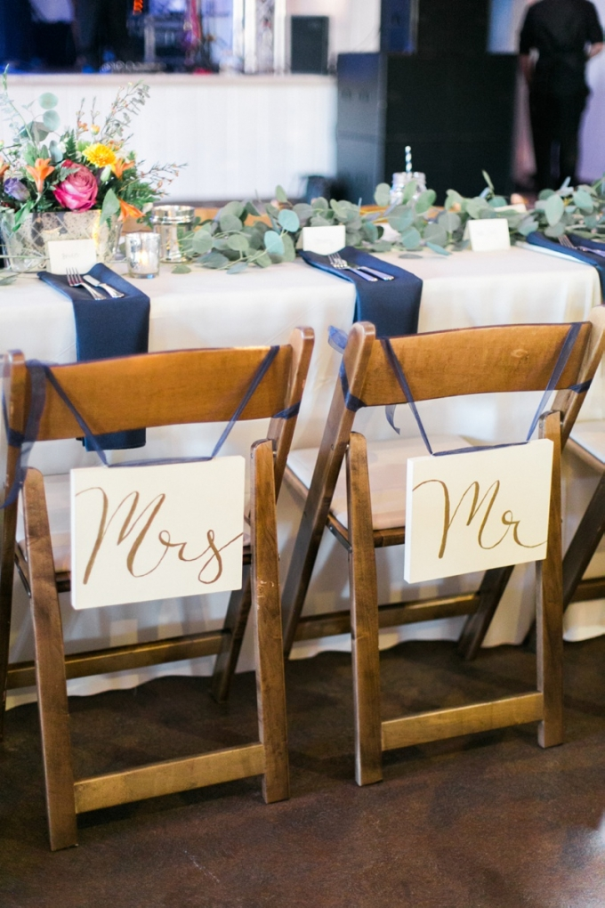 Mr and Mrs signs | Elisabeth Carol Photography | Glamour & Grace