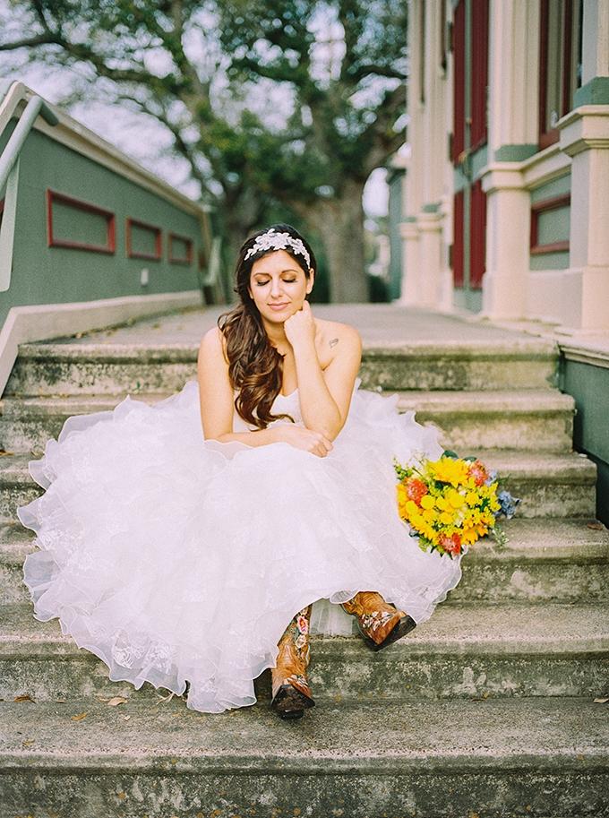 southern summer bridal session | Kristen Curette Photography | Glamour & Grace