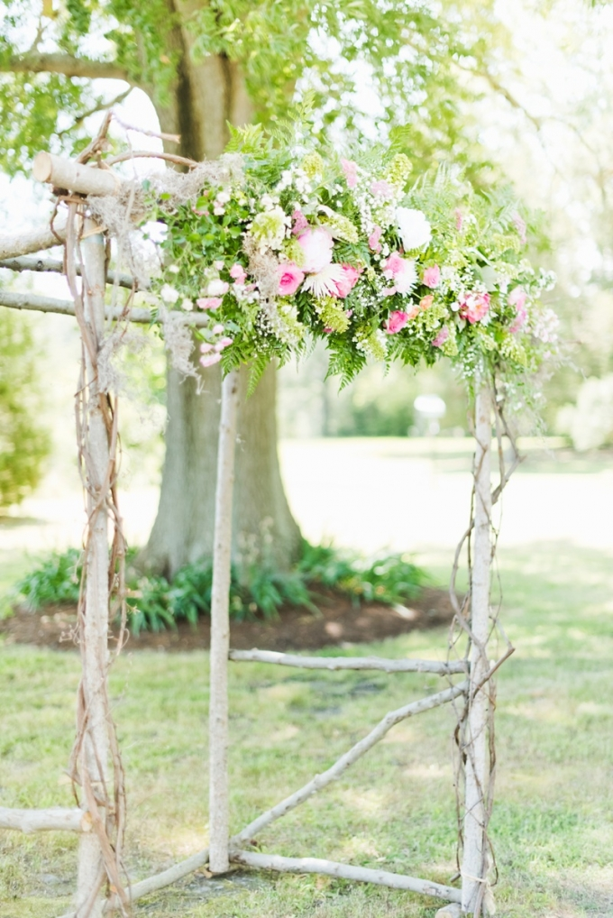 ceremony arch | Kate Supa Photography  | Glamour & Grace