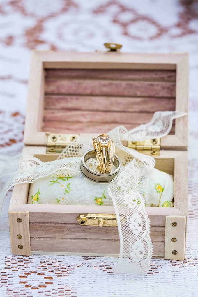 handmade ring box | Blueberry Photography | Glamour & Grace